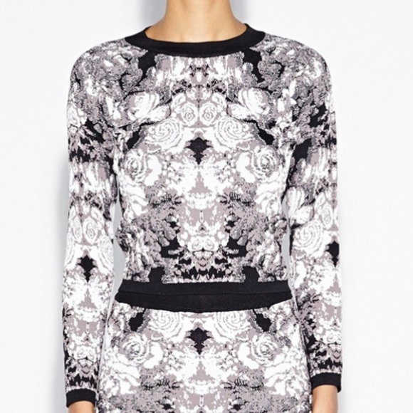 Nicole Miller ghost flower crop knit top